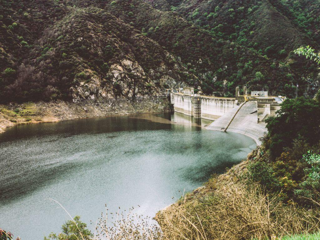 barrage réserve eau robinet